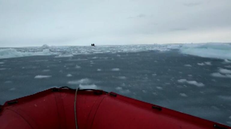 Rusyada korku dolu anlar: Buz kütlesi üzerinde kurtarılmayı beklediler